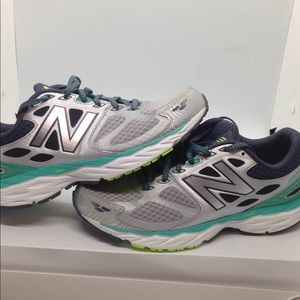 New Balance Women's 680V3 Running Shoes Sz 9.5